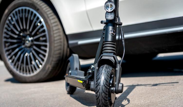 Mercedes a lansat o trotineta electrica
