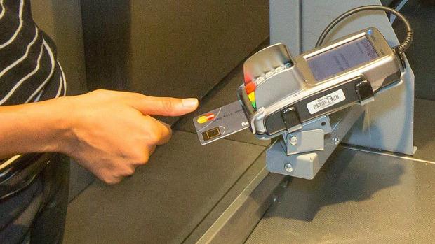 MasterCard si Samsung dezvolta un card cu senzor de amprenta integrat.